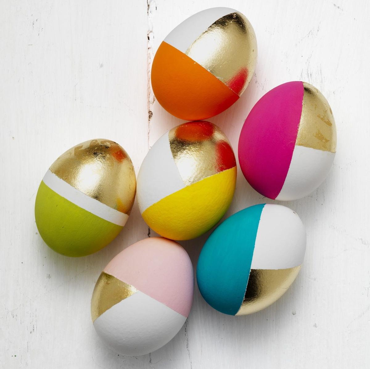 Gör ägg med gulddekor