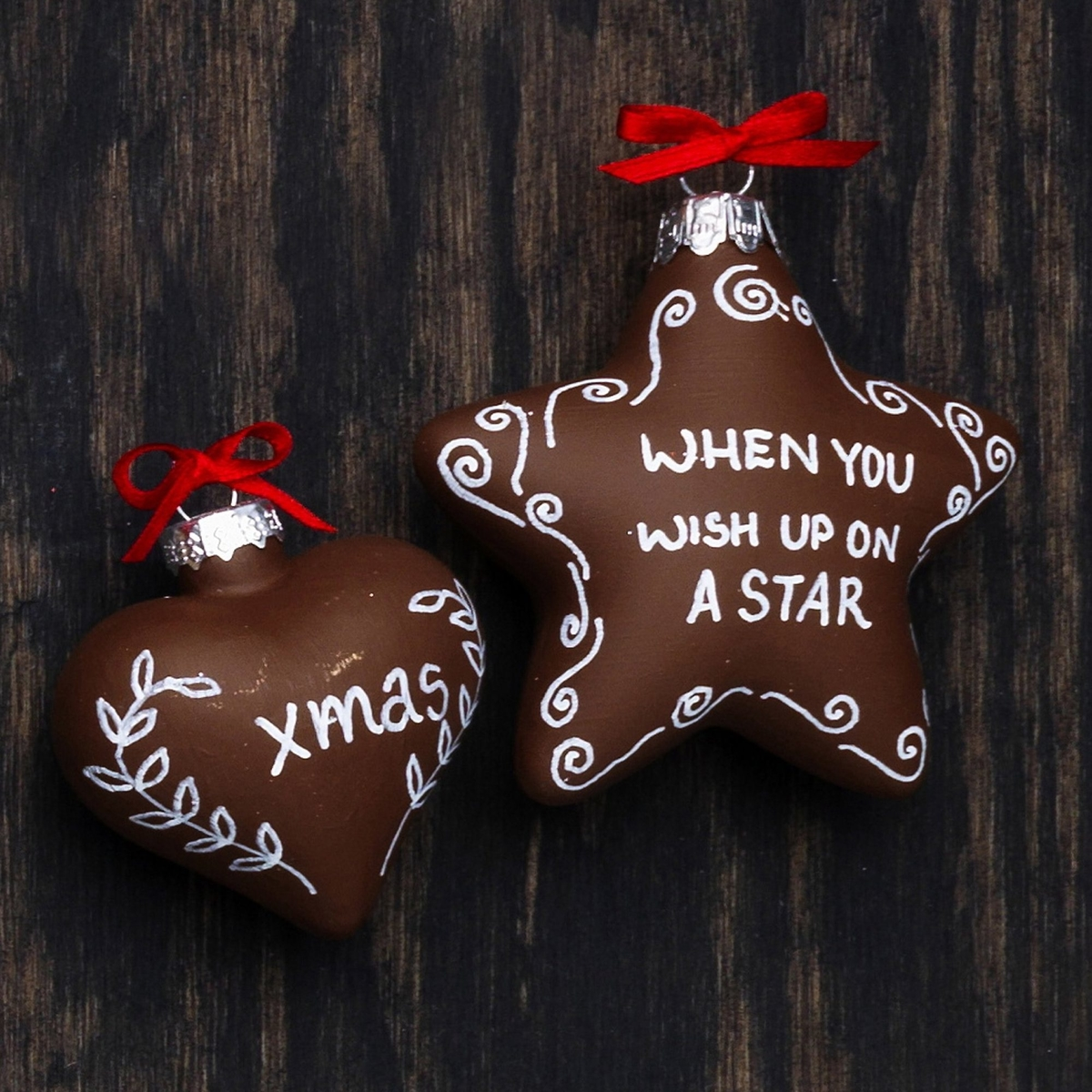 Gingerbread biscuits in the tree