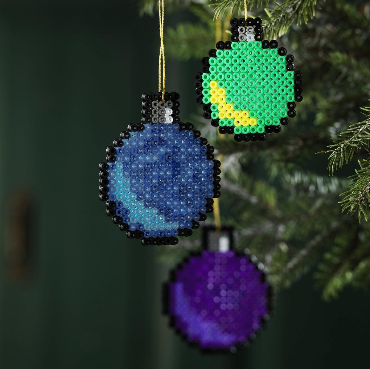 Gör julkulor av Hama-pärlor