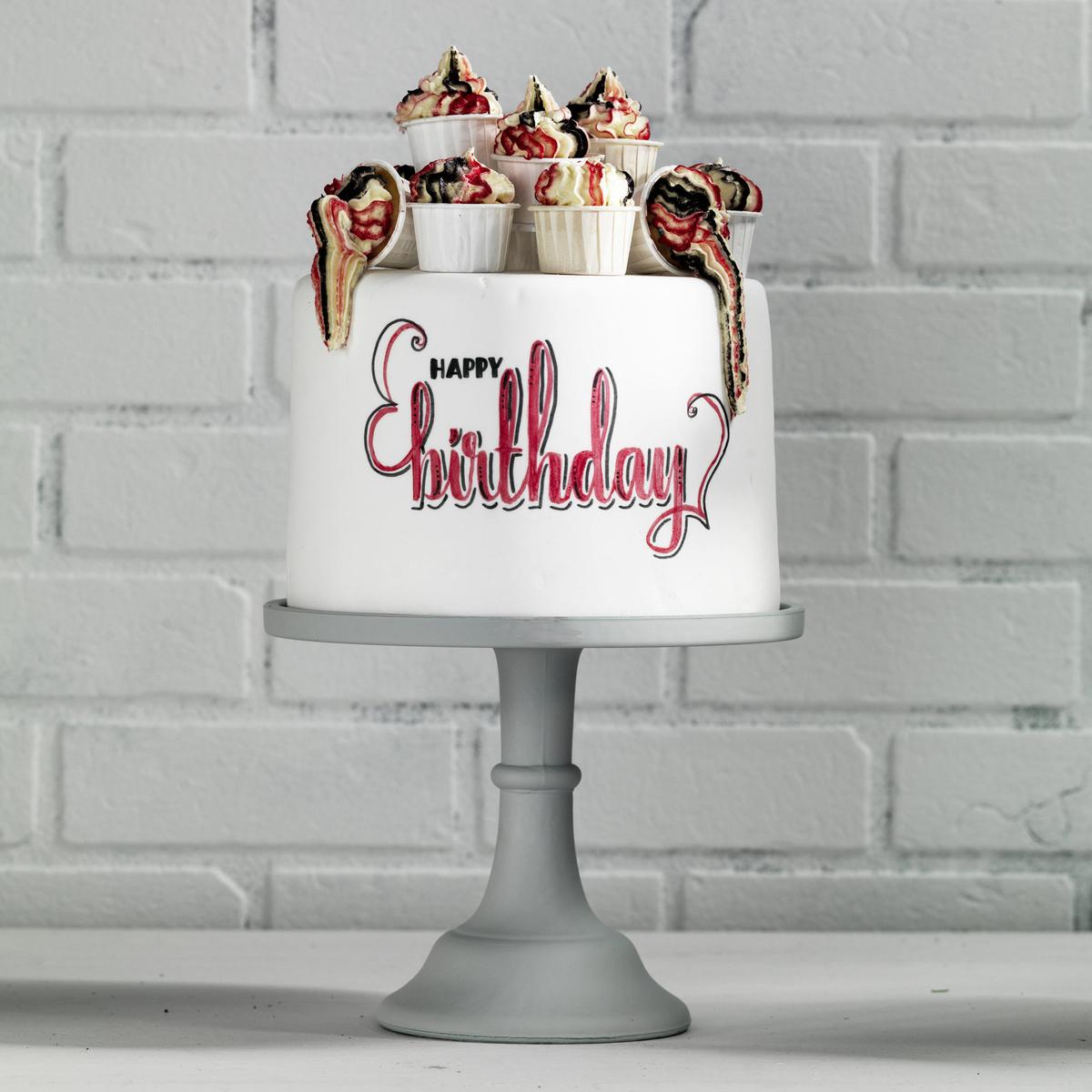 Tårta med brush lettering
