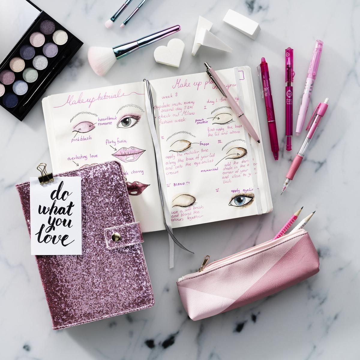 Design makeup ideas in your bullet journal