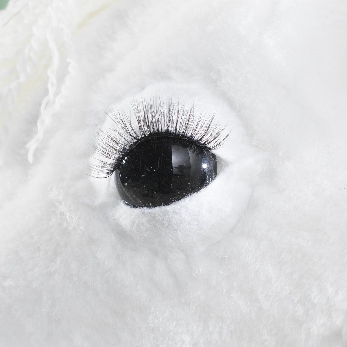 Gi kjepphesten vakre øyne av glass